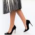 Pantofi negri eleganti cu toc inalt din piele intoarsa cu accesoriu argintiu