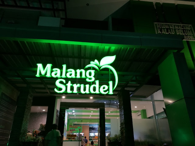 Dekat pusat oleh-oleh Malang Strudel