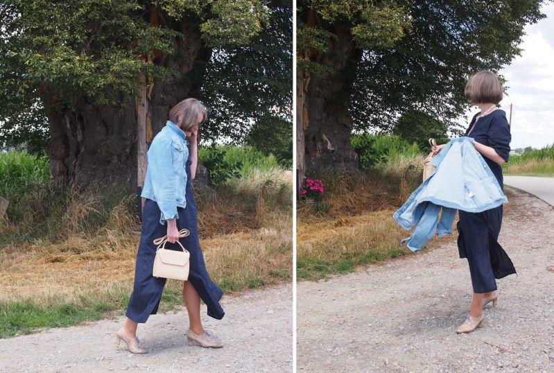 Hippiekleid mit Jeansjacke und feinen Pumps kombiniert