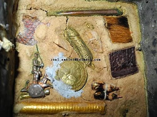 世也沙-黑色的科目(符咒法術 愛情降 情降養鬼 和合法門): 泰國法僧龍婆送猜開光佛牌聖物