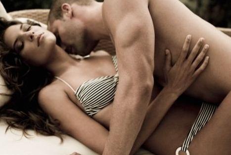 Image result for जानिए जब बॉयफ्रेंड की याद सताती है तो क्या करती है लडकिया