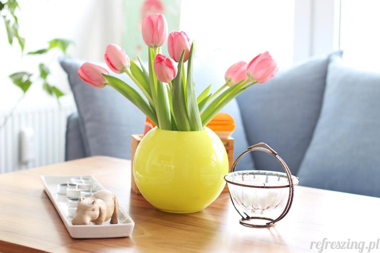 Stół PRL. Tulipany. Dekoracja stołu.