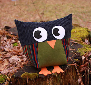 http://scientificseamstress.blogspot.ca/2013/12/owls-for-all-group-sewing-project-for.html