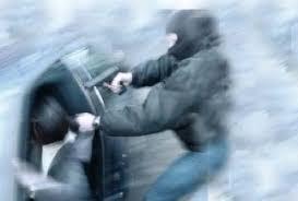 Empresário tem carro roubado e quase R$ 9 mil quando chegava para trabalhar no centro de Alagoinhas