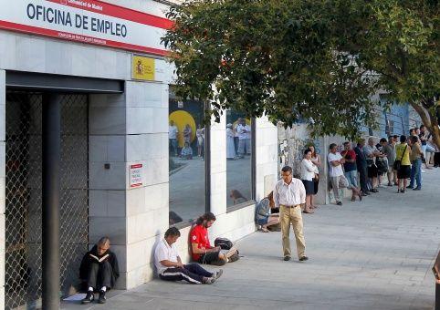 España inicia el 2017 con más de tres millones de desempleados