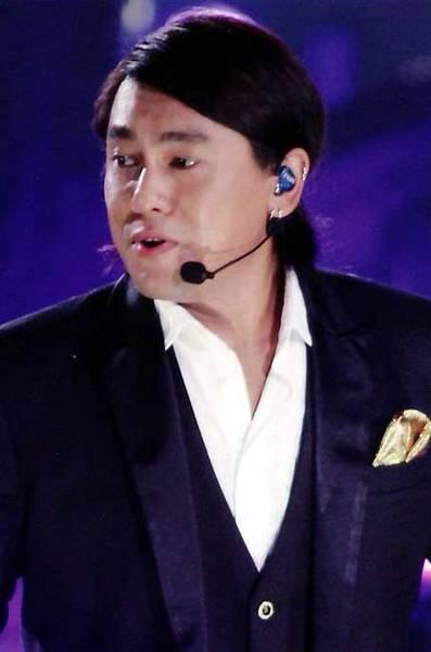 Taiwan Celebrities Gossip: Ken Zhu Performing at his Concert