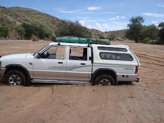 Selbstbergung mit Winch bzw Seilwinde beim Offroad fahren mit dem 4x4 SUV