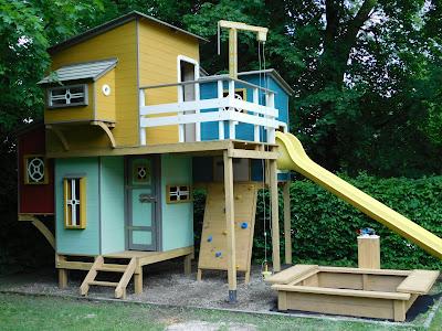 FÁra épített ház építése gyerekeknek, gyerekvár, gyerekkuckó