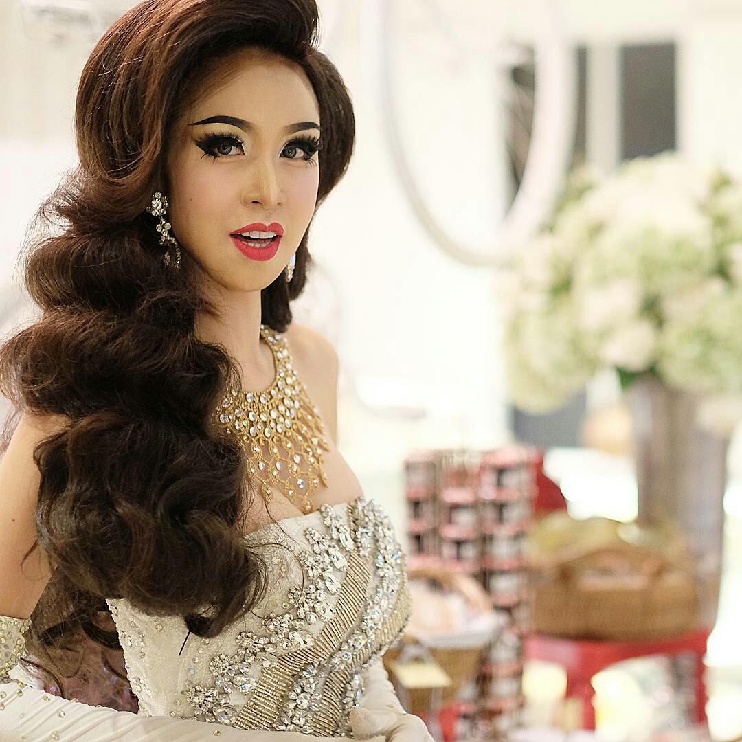 Areeya Marks - Beautiful Thai Ladyboy Cabaret Show - TG Beauty