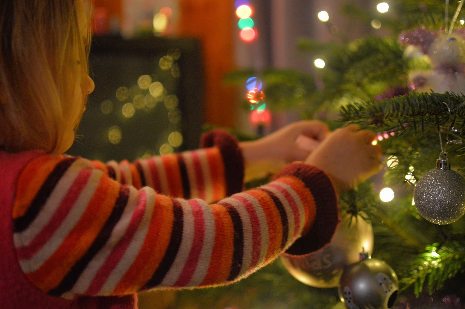 , Home:  How to Decorate a Christmas tree