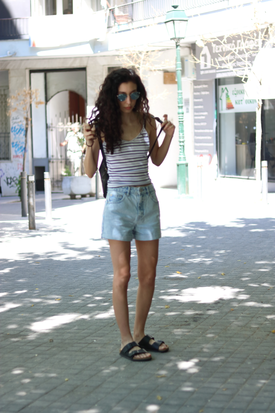 summer travelling outfit-simple-minimal-casual-fashion-style-denim shorts-cami top-birkenstocks