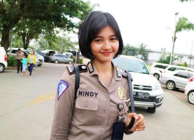 Bripda Nindy bertugas di Dirlantas Polda Metro Jaya