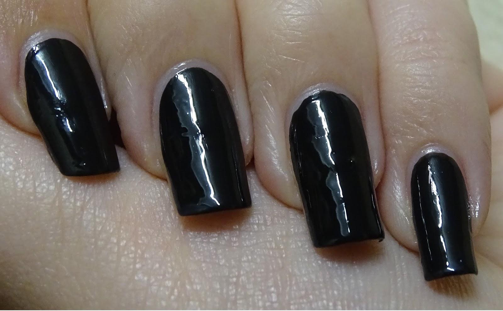Das Mini bloggt: [Nagellack] Catrice 20 Black to the Routes