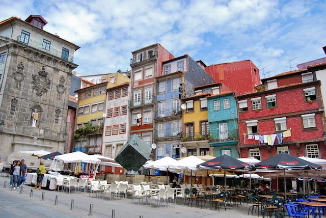 Ribeira do Porto com casas típicas