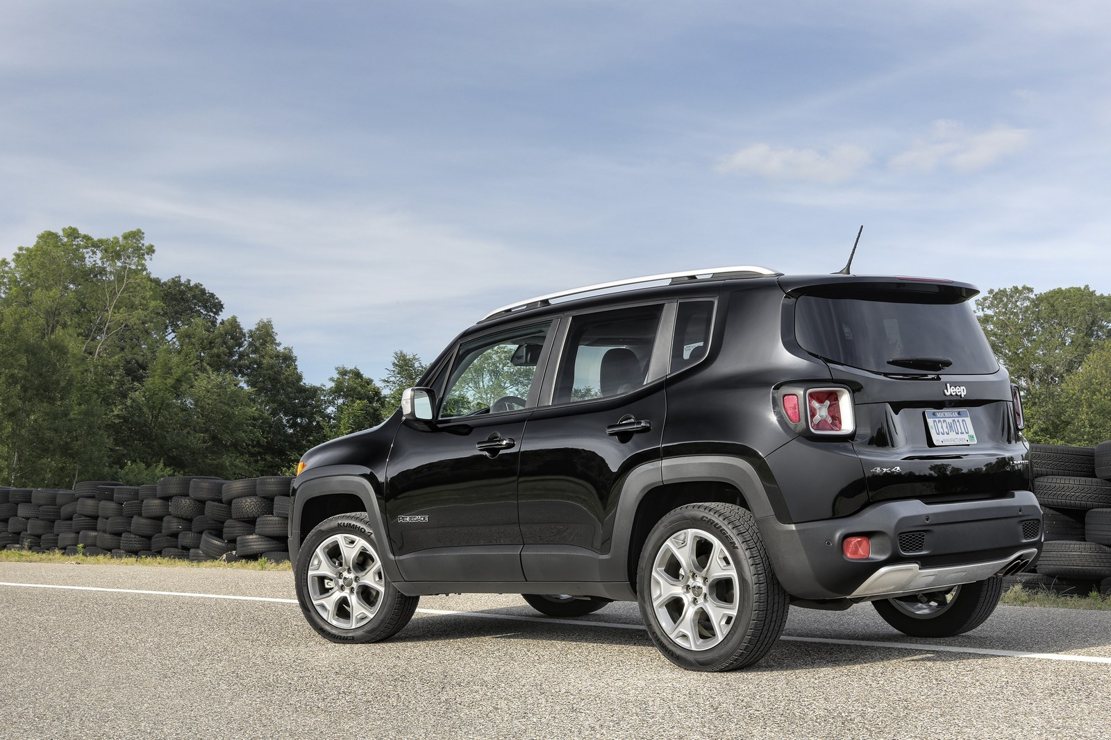 2018 jeep renegade gains an updated interior and new standard