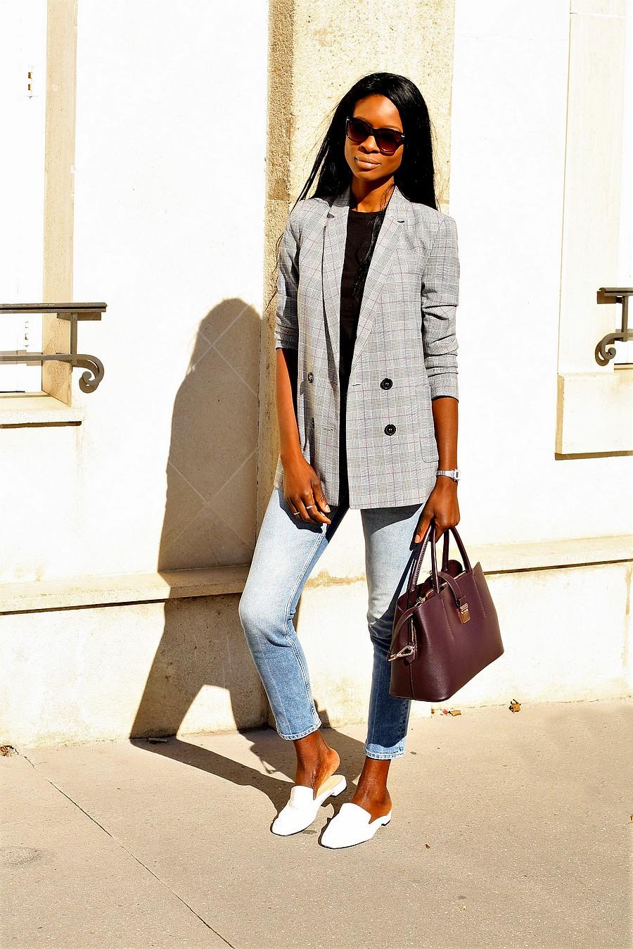 veste-carreaux-jeans-taille-haute-mules-blanches
