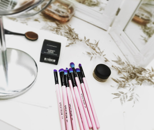 spectrum, spectrum brushes, spectrum collections, mac cosmetics, white bedroom,