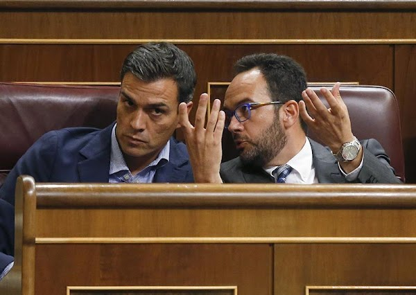 Dimisiones en el PSOE para echar a Sánchez