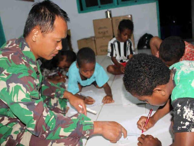 Satgas TMMD ke 104 Beri Semangat Belajar ke Anak di Makmakerbo