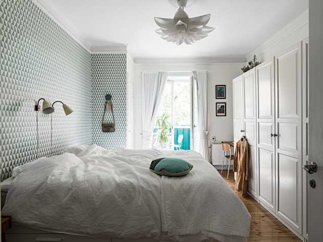 #Bedroom with beautiful wallpaper- design addict mom