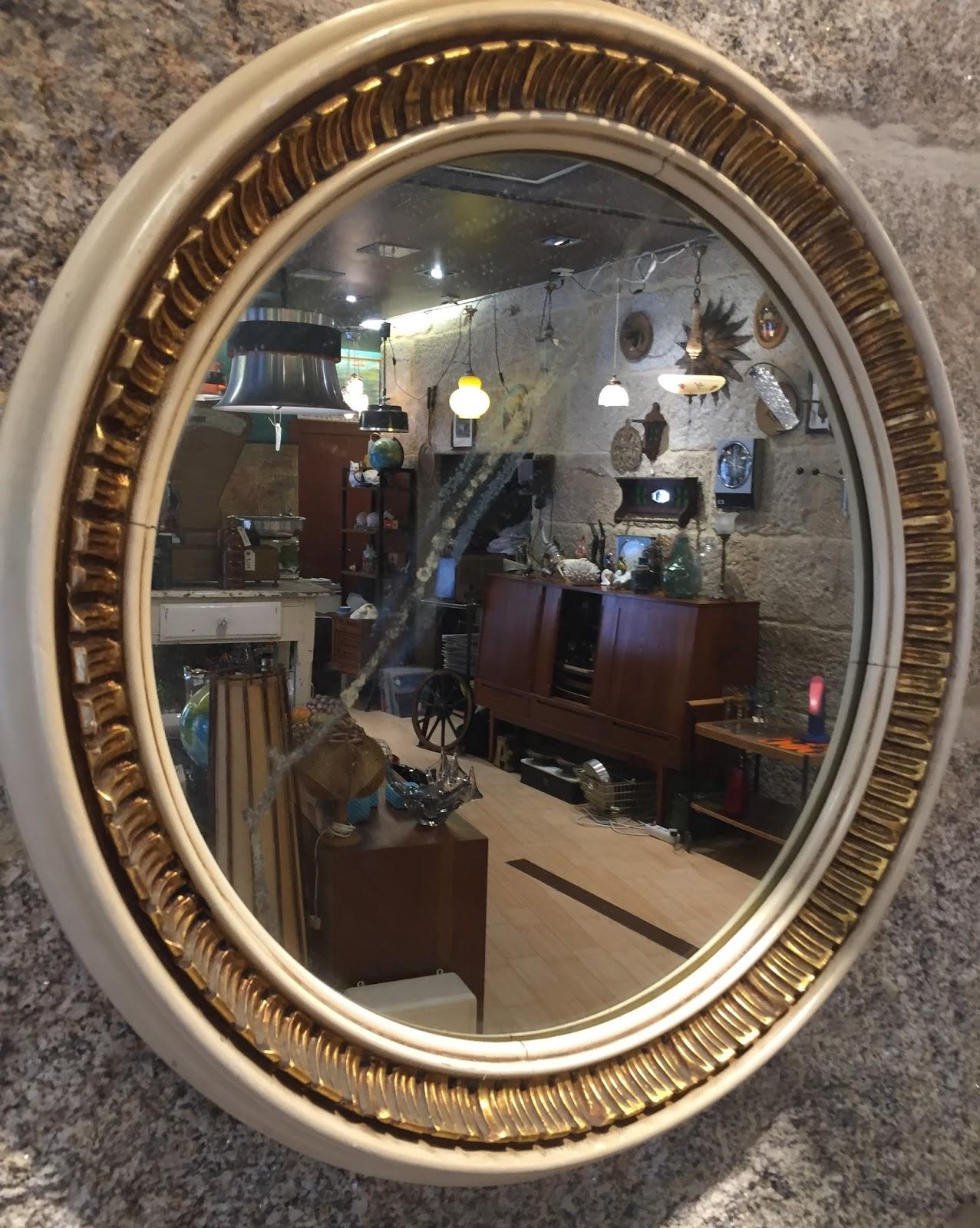 Espejo en madera pintado de blanco y dorado vintage for Espejos de madera vintage
