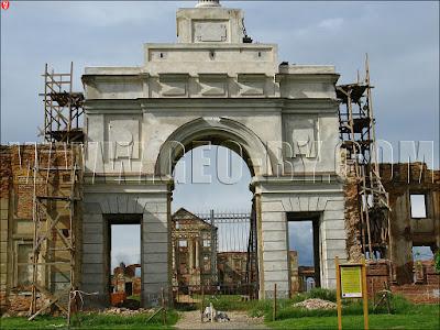 Ружаны. Ворота замка Сапег, реставрация