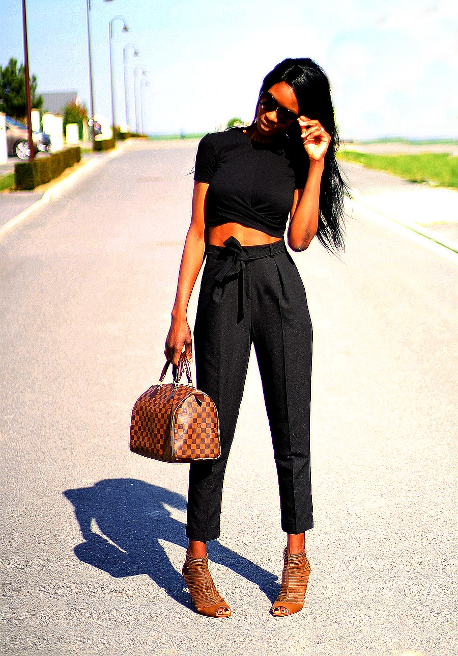 style-blogger-speedy-bag-damier-ebene-crop-top-high-waist-pants