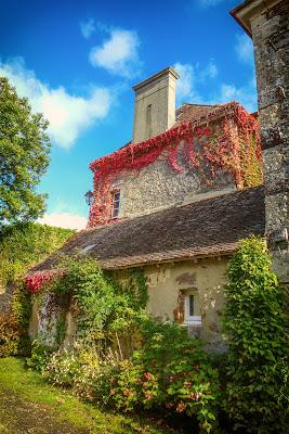 Recouvert de sa robe d'automne ce village se veut encore plus charmant