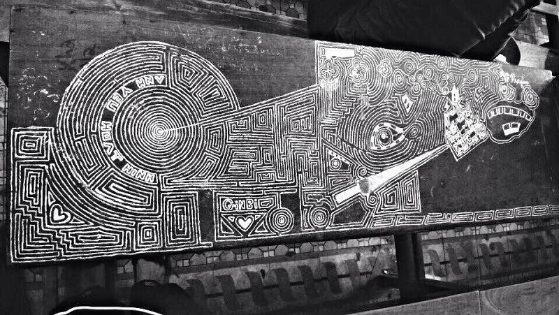 Nam sinh Đà Nẵng dùng bút xóa biến bàn học thành tác phẩm nghệ thuật xuất sắc