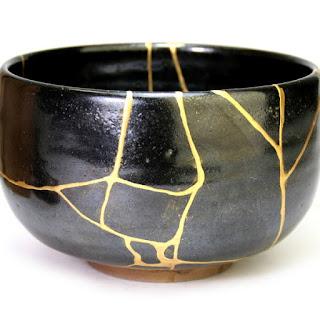 kintsugi seni merangkai kembali keramik yang pecah jadi lebih indah