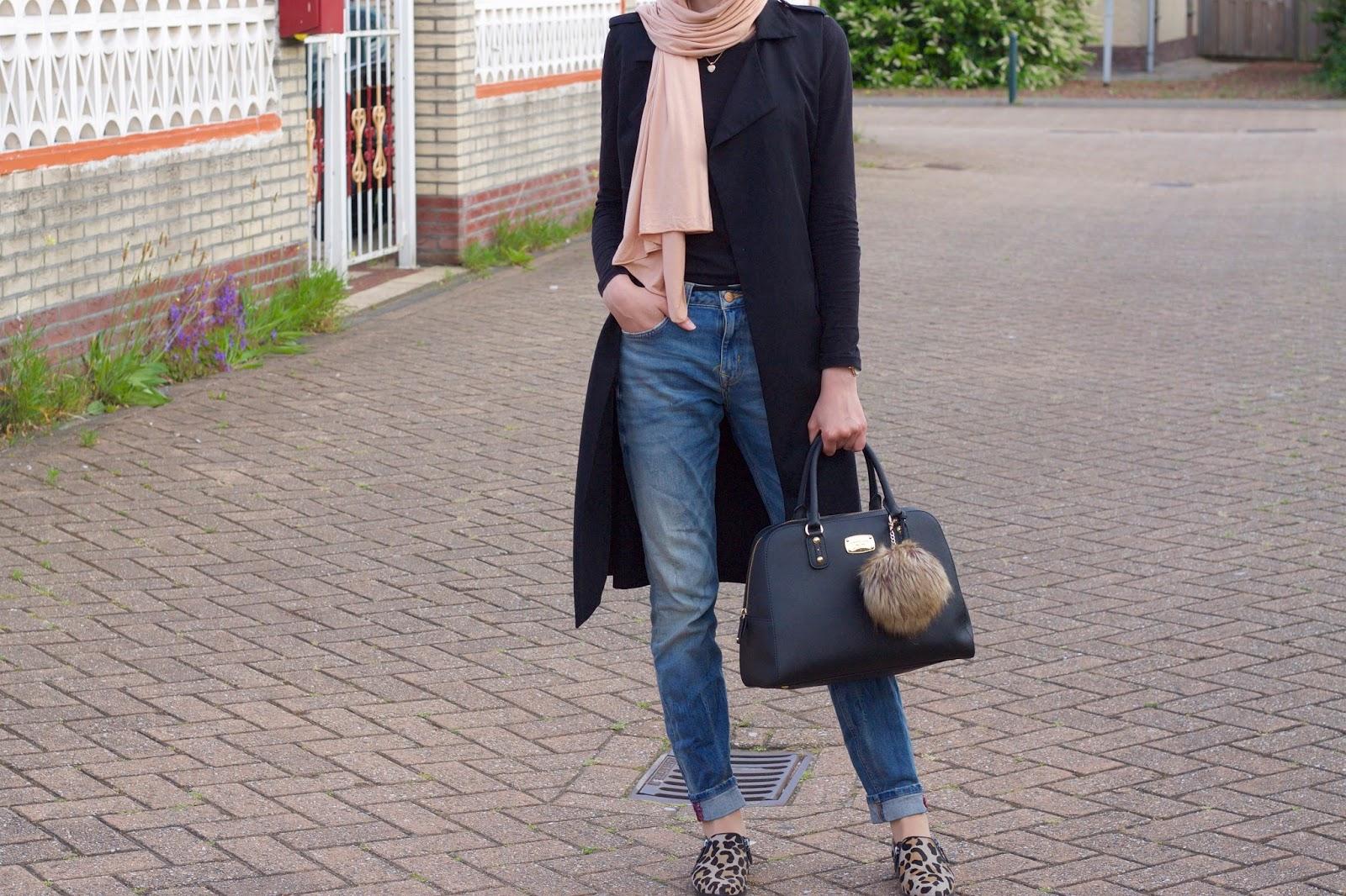 Black vest & Boyfriend jeans