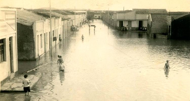 Cheia no Rio Pajeú nos anos 60 - Fotos: Dierson Ribeiro