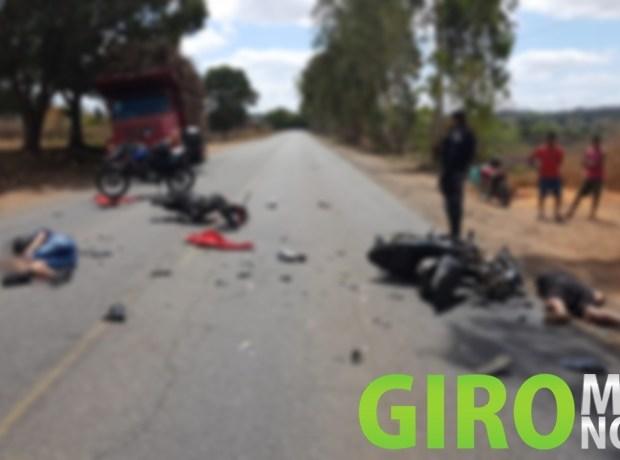 Colisão de motos deixa duas pessoas mortas, na PE-062