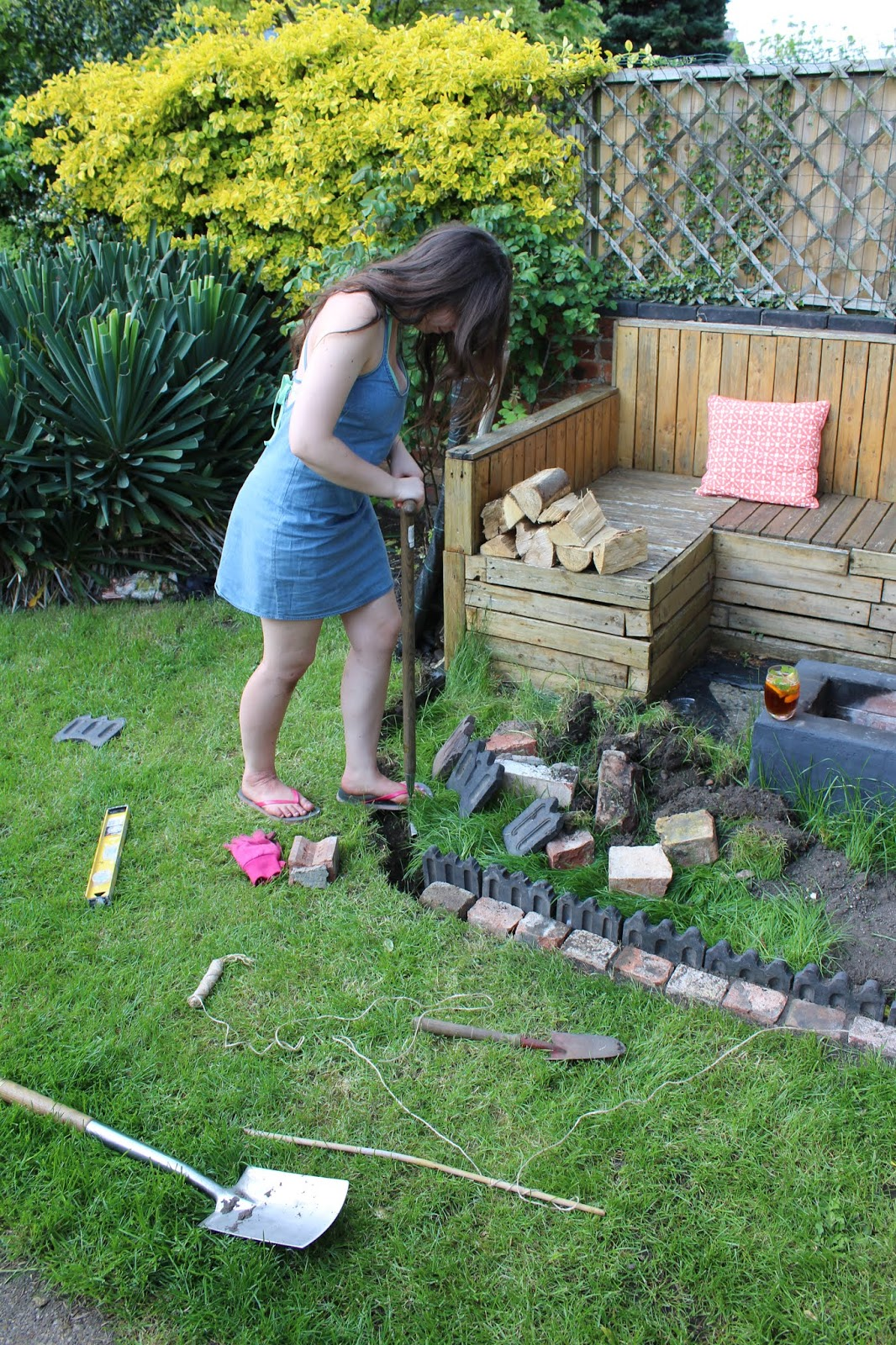How to fit garden edging
