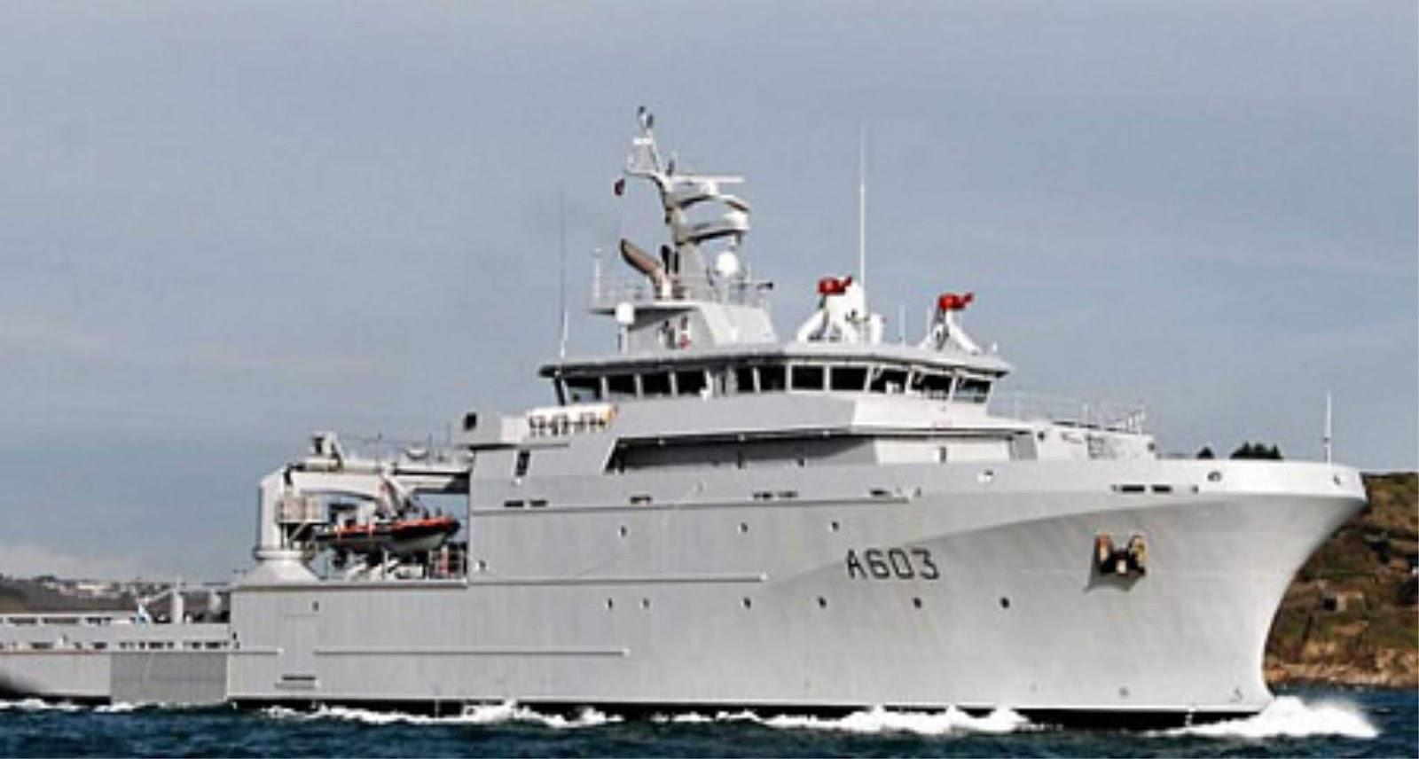 Kapal Angkatan Laut Perancis untuk pertama kalinya melintasi Rute Laut Utara
