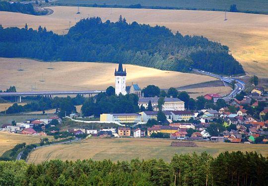 Spiski Czwartek (słow. Spišský Štvrtok, węg. Csütörtökhely, niem. Donnersmark, Donnersmarkt) z kościołem św. Władysława.