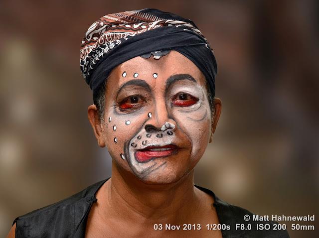 photo, portrait, Facing the World, © Matt Hahnewald, artist, 50 mm prime lens, Nikon DSLR D3100, Indonesia, wayang wong, Surakarta, Javanese dance, wayang orang, dancer, performer, posing, make-up, blangkon, head cloth