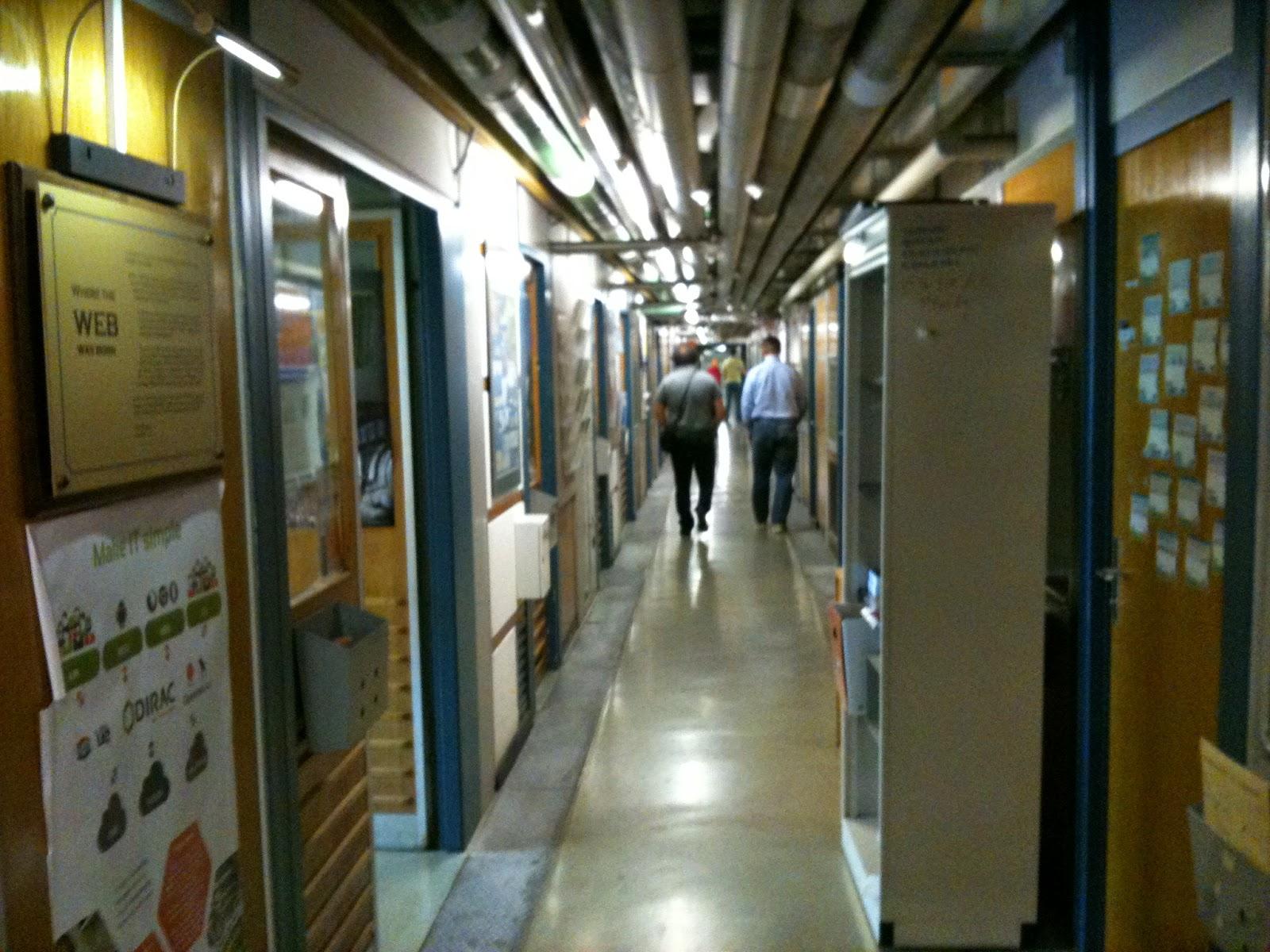 1993年4月30日、CERNはWWWを誰でも使えるように無料で開放しました。