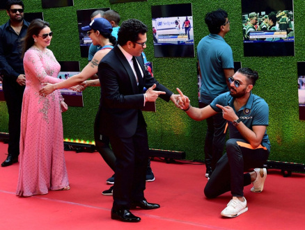 Yuvraj Singh was seen sharing a candid moment with his inspiration Sachin Tendulkar.