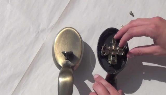 kwikset door knob loose