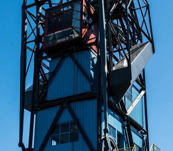 01-exterior-The-Yays-Architecture-with-the-Amsterdam-Crane-Apartment-www-designstack-co