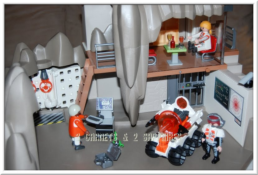 3 Garnets Amp 2 Sapphires Holiday 2011 Playmobil Secret