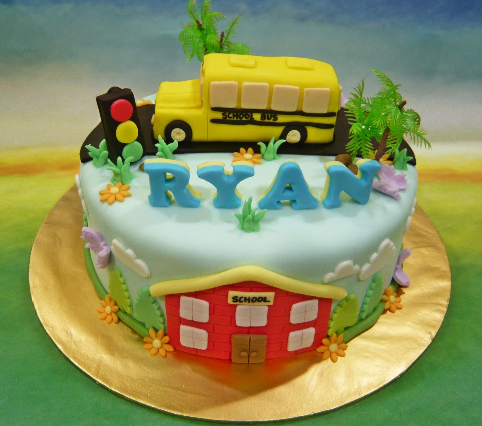 Jenn Cupcakes & Muffins: School Bus Cake