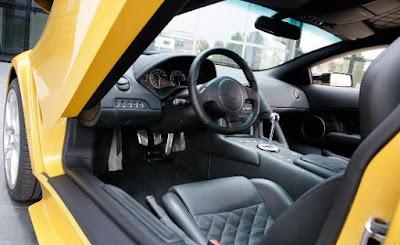 Lamborghini: the ergonomically perfect dashboard