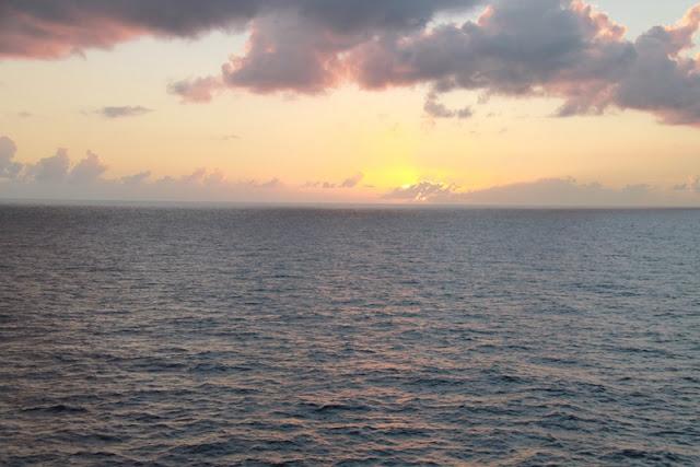 Karibian risteily meri auringonlasku
