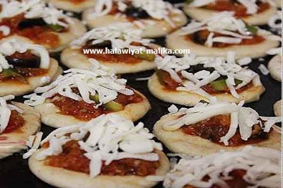 ميني بيتزا بعجينة العشر دقائق