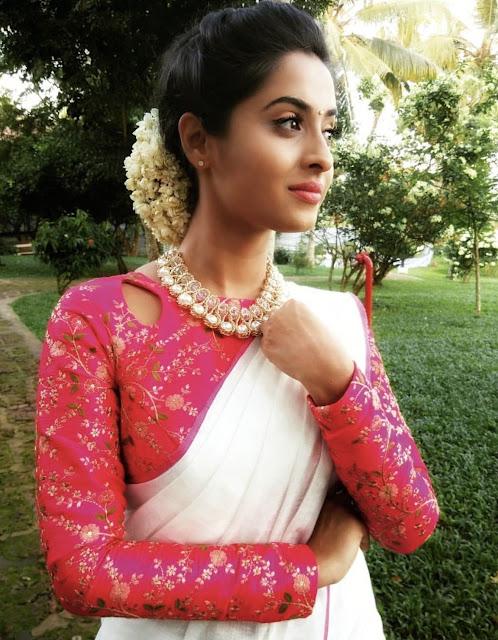 949d3ace64 Latest Plain saree with Designer Blouse Ideas || Glam up your Plain ...