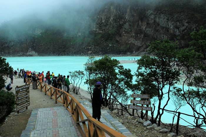 Kawah putih Ciwidey wisata di Bandung