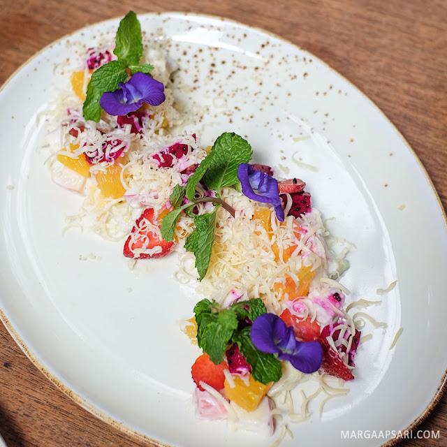 Salad buah manado di Blue Jasmine