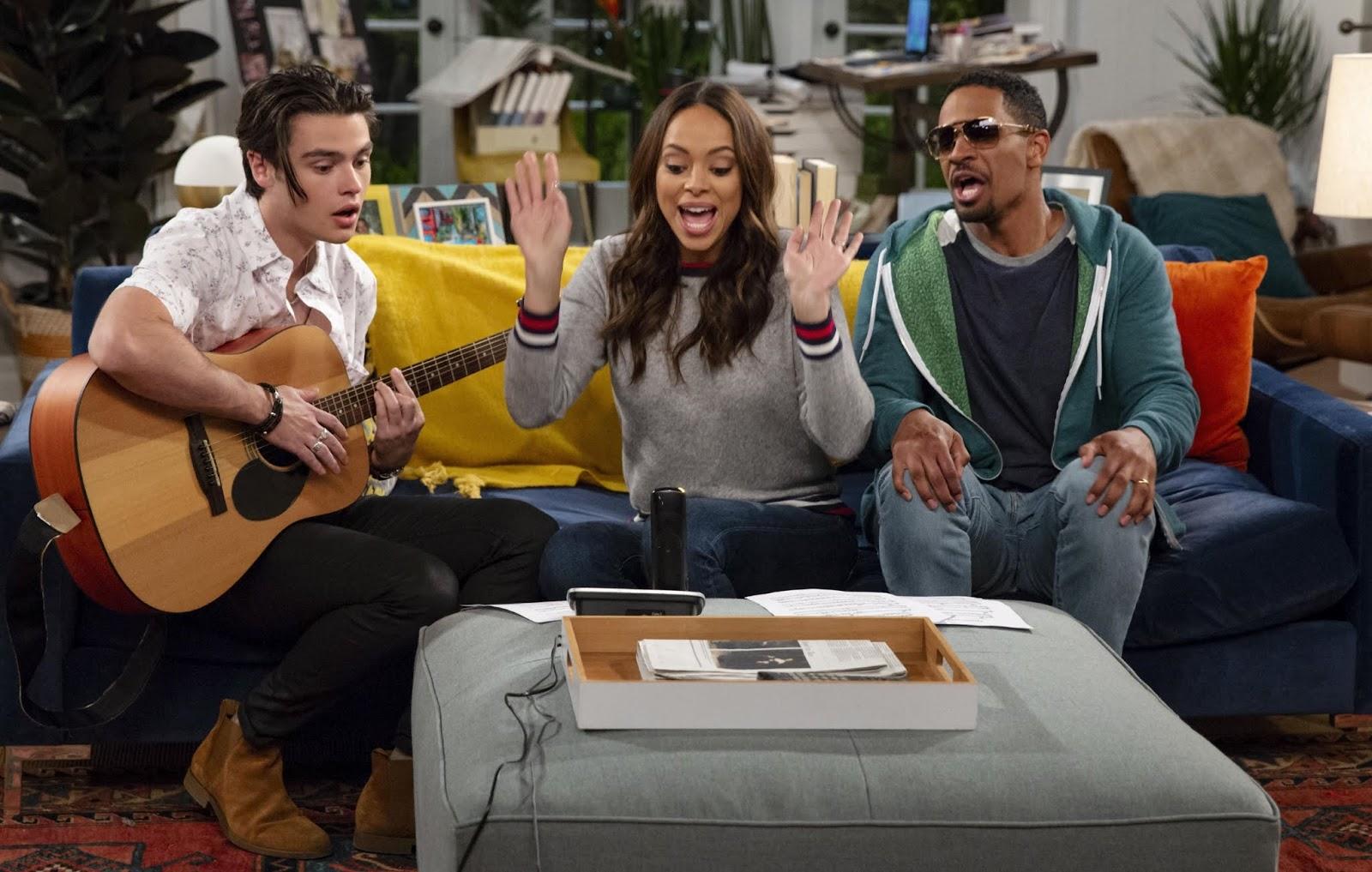 Fotograma de la nueva serie de CBS, Happy Together